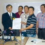 "Pig Farmers Sign ""I Promise"" Agreement"