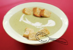 Leek & Potato soup recipe by Margarita Lee