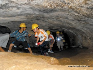 Caving at Gua Tempurung. Photo by David Foon GRR