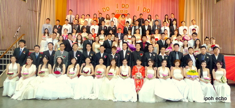 90 couples tied the knot at Wisma Chin Woo, Ipoh